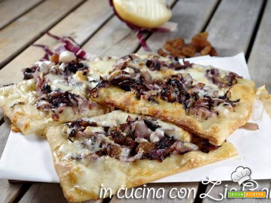 Pizza radicchio scamorza e uva passa