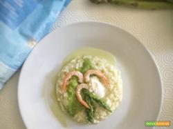 Risotto agli asparagi con gamberi e robiola