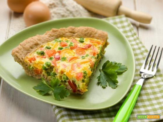 Torta salata con mix di ortaggi per il pranzo di oggi