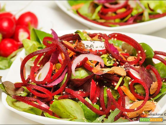 Spaghettata di rape rosse come insalata