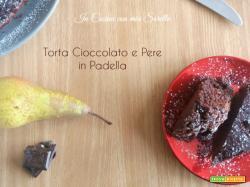 Torta cioccolato e pere in padella – ricetta senza olio e burro