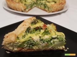 Torta salata con wurstel, broccolo e ricotta