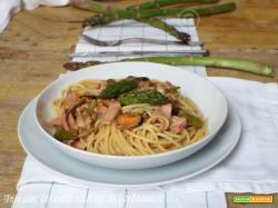Spaghetti al misto mare con asparagi