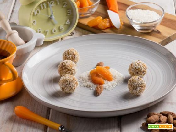 Tartufini di albicocche : piccole delizie in miniatura  e uno tira l'altro
