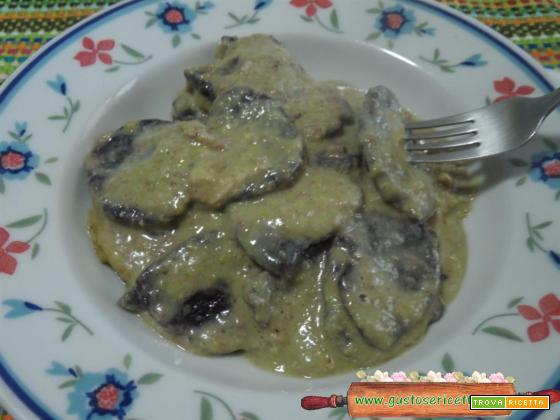 Gnocchi di riso nero crema di fave e taleggio