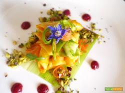 Penne con asparagi, porri, sedano e crema di carote guarnite con trito di pistacchi