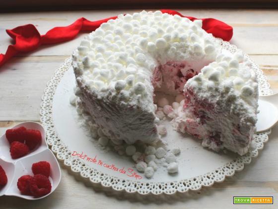Torta meringa con fragole e lamponi