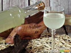 Liquore alle carrube digestivo