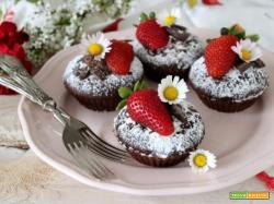 Tortini alla nocciola, cacao e fragole per la festa della mamma