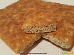 Filoni di pane e focaccia con farine miste, crusca e semi di girasole
