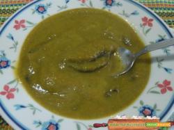 Passato di verdure con gnocchi di riso neri