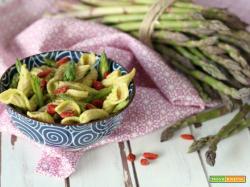 Pasta khorasan con asparagi e bacche di goji
