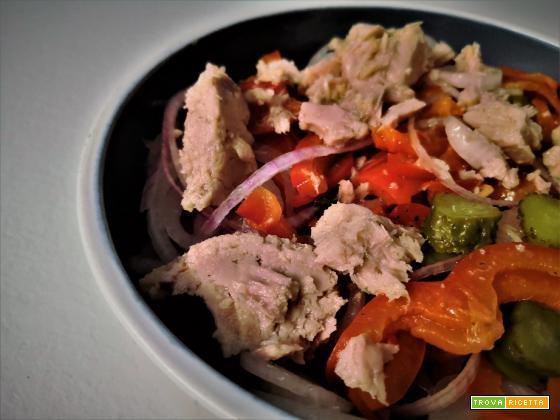 Insalata di tonno, peperoni e cipollotto di Tropea