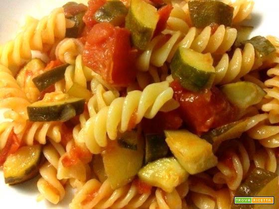 Fusilli con zucchine e pomodorini