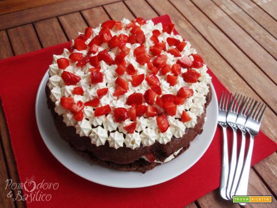 Torta fragole, panna e cioccolato