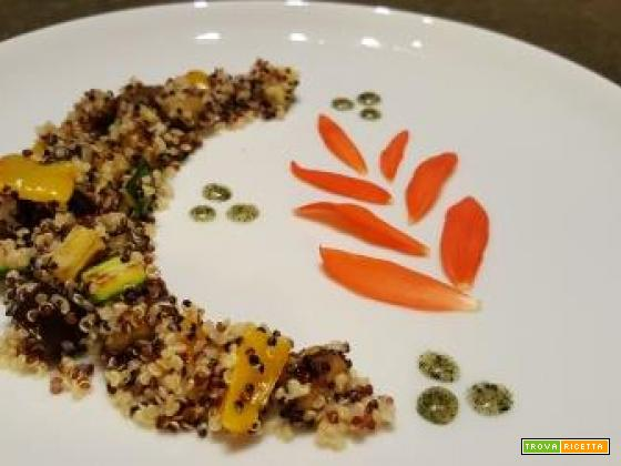 Quinoa tricolore con caponatina di melanzane, zucchine e peperoni condita con olio aromatizzato al basilico