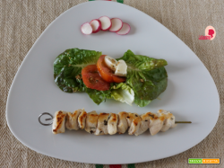 SPIEDINI DI POLLO PER UN INSALATA ALTERNATIVA