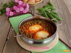 Uova con piselli al sugo di pomodoro