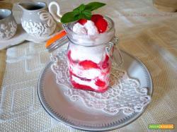 Semifreddo in barattolo con le fragole