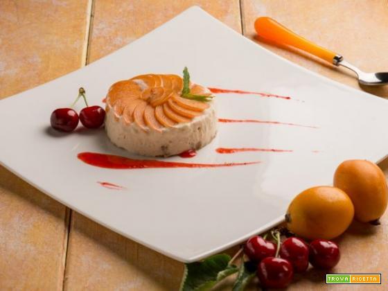 Semifreddo alle nespole con coulis di ciliegie: una dolcezza da scoprire