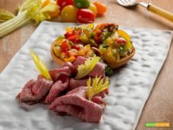 Friselle al pomodoro con roast beef al fieno: semplicità in tavola