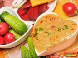 Hummus di zucchine con le verdure crude