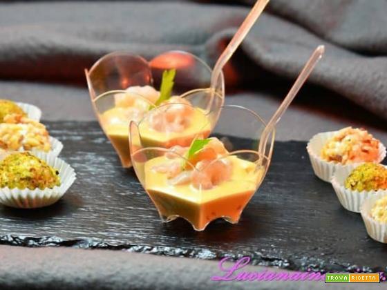 Finger food con caprino e gamberetti in salsa rosa