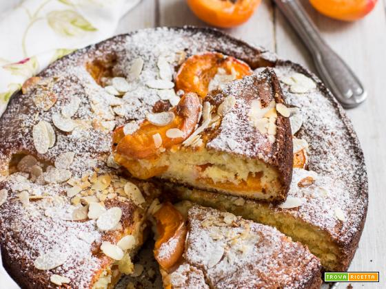 Torta soffice alle albicocche, yogurt e mandorle (senza burro)