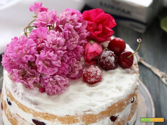 Naked Cake con crema di ricotta e ciliege