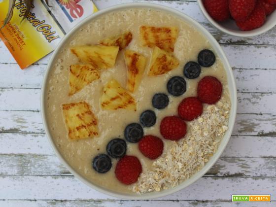 Smoothie bowl con banane e ananas grigliato