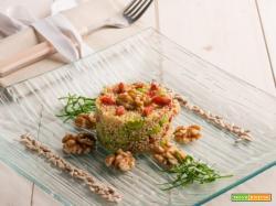 L' insalata di quinoa, edamame, noci e bacche di goji e tanta salute