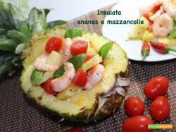Insalata di ananas e mazzancolle coloratissima