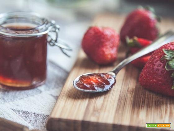 Gelatina di fragole con limone, un dessert dall'essenza inaspettata