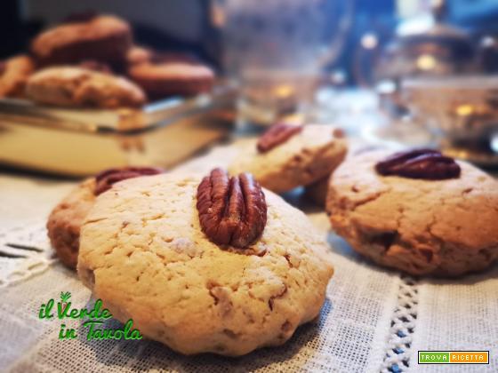 Biscotti con farina di mais, noci pecan e sciroppo d'acero