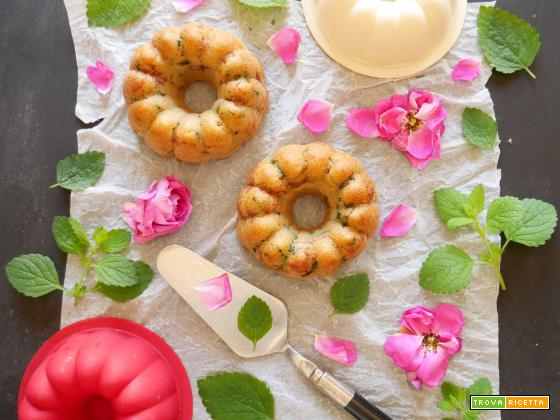 Torta rustica tutta Vegana al profumo di Rosa Damascena e Melissa
