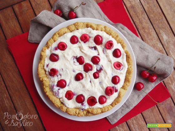 Crostata con crema allo yogurt e ciliegie