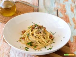 Spaghetti con le alici fresche e pomodorini