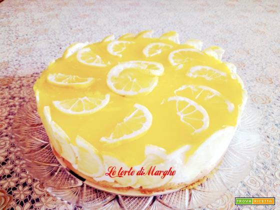 Torta con panna e gelèe di limone fresca e gustosa