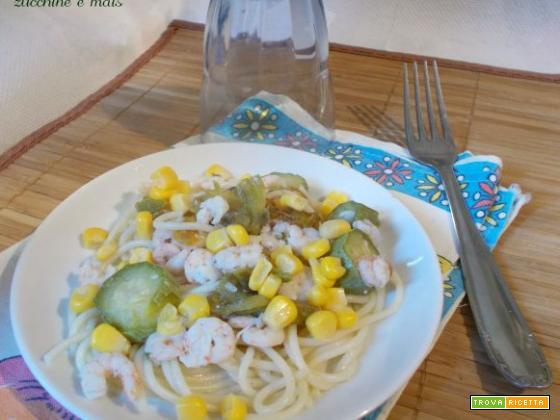 Spaghettini con gamberetti, zucchine e mais
