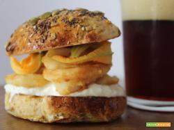 Fish burger di totani fritti e stracciatella di mozzarella