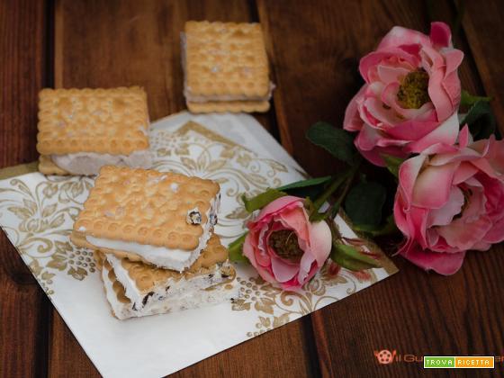 Biscotto gelato fatto in casa senza uova e senza gelatiera