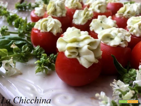 Pomodorini con mousse di formaggio al basilico