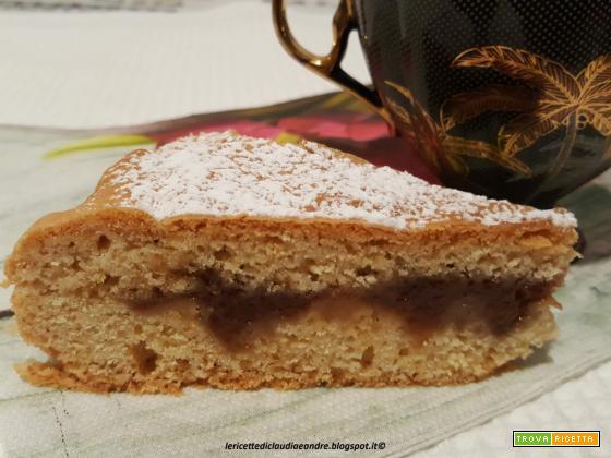 Torta- crostata con cuore di marmellata di ciliegie chiare