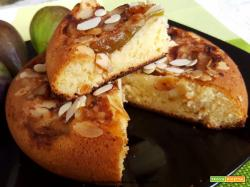 Torta dolce cotta in padella con fichi e mandorle