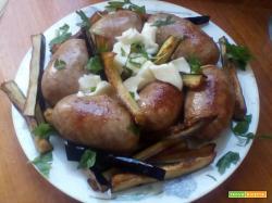 Salsiccia con melanzane a julienne e mozzarella