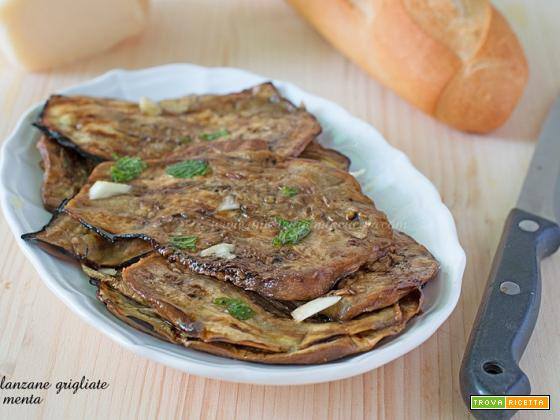 Melanzane grigliate con menta e aglio