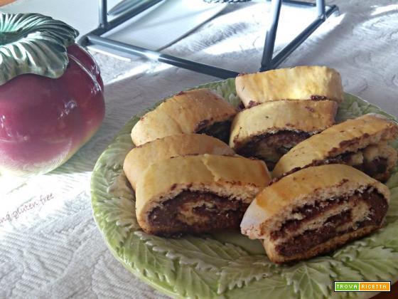 Biscotti arrotolati con nutella
