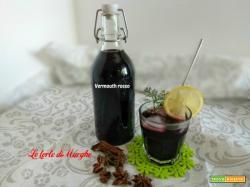 Vermouth rosso o vino speziato fatto in casa