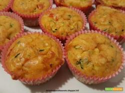 Muffin salati con zucchine, mozzarella e tonno