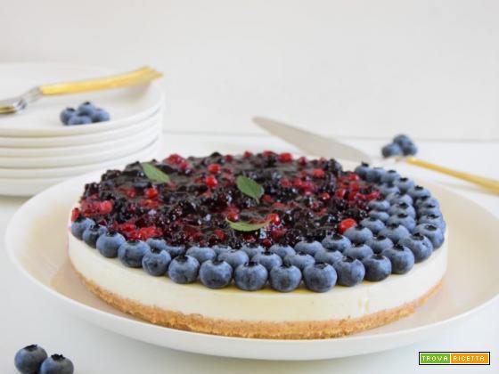 Torta fredda allo yogurt greco e frutti di bosco